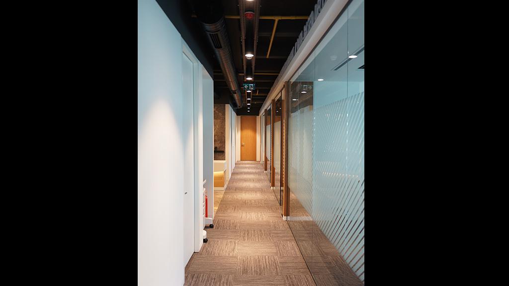 Ofis Cam Koridor